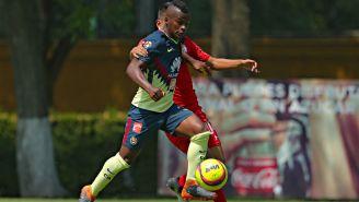 Darwin Quintero conduce el esférico en el juego contra Toluca Sub 20