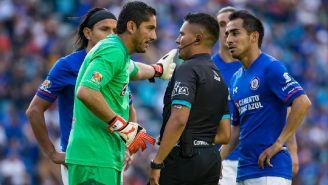 Corona se queja con Guerrero en el juego contra Pumas