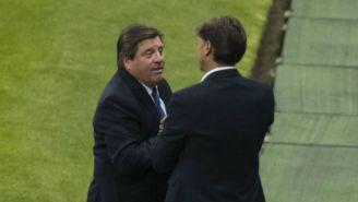 Cristante charla con Herrera en el juego entre América y Toluca