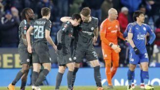Pedro festeja con sus compañeros su gol contra el Leicester