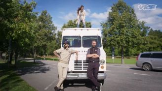 Empresarios suecos posan con su food truck de tacos
