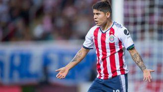 Eduardo López reclama una jugada en partido de Chivas