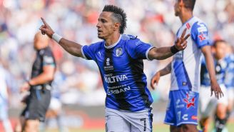 Sanvezzo festeja su gol contra Puebla
