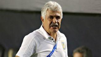 Ricardo Ferretti observa un partido de Tigres