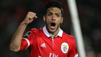 Jiménez celebra gol con Benfica