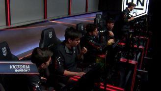 Los jugadores de R7, impávidos tras la apabullante victoria sobre GG