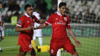 Jiménez celebra un tanto con el Benfica en Portugal