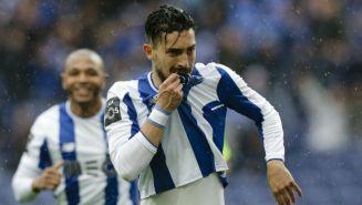 Alex Telles festeja su gol contra el Desportivo Aves