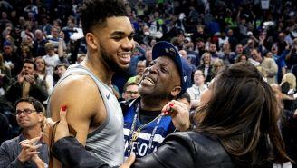 Karl-Anthony Towns festeja pase a Playoffs de NBA