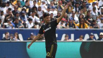Carlos Vela celebra un gol con Los Angeles