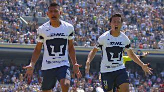 Jesús Gallardo y el Cubo Torres festejan tras anotar un gol