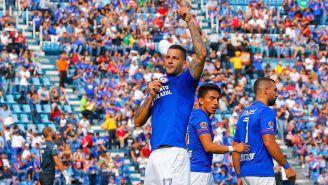 Méndez festeja una anotación en el Azul