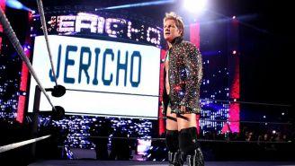 Chris Jericho escucha gritos de apoyo del universo de WWE