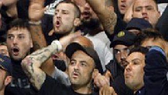 Aficionados del Nápoles, durante un partido