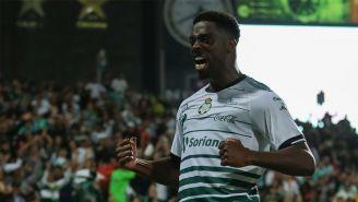 Djaniny Tavares celebra un gol con Santos en el Clausura 2018