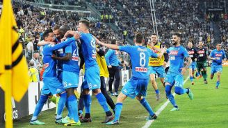 Jugadores del Napoli, en festejo tras anotar frente a la Juventus