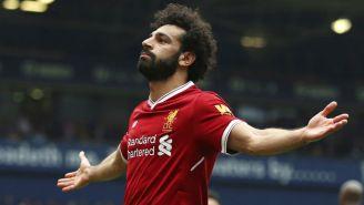 Mohamed Salah celebra luego de anotar con el Liverpool