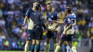 Momento en el que Mateus Uribe es expulsado del juego vs Puebla