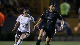Natalia Villarreal y Selena Castillo, en el Clásico Regio
