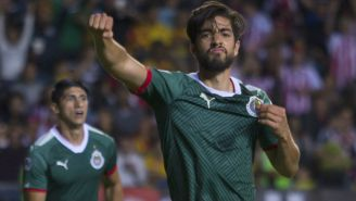 Pizarro celebra un gol con chivas en el Clausura 2018