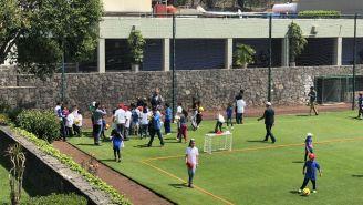 Niños conviven con jugadores del Cruz Azul