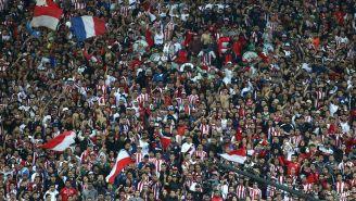 Aficionados de Chivas durante el partido contra Santos