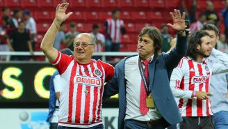 Matías Almeyda festeja con su padre el título