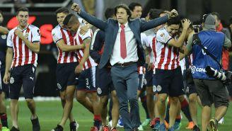 Almeyda celebra el título con sus futbolistas