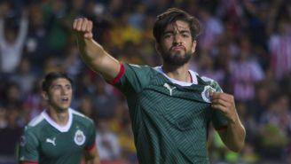 Pizarro celebra una anotación en Chivas