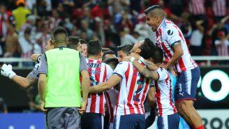 Jugadores de Chivas celebran el título de Concachampions