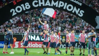 Festejos de los jugadores de Chivas por el título de la Concachampions
