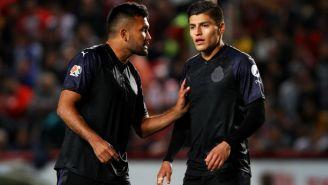 Hedgardo Marín y Ronaldo Cisneros hablan durante la J3 del C2018