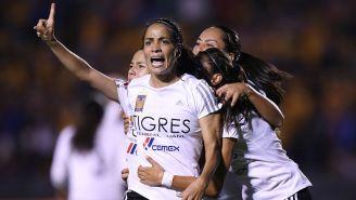 Carolina Jaramillo celebra el gol del empate en el Universitario