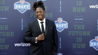 Shaquem Griffin, posa durante el Draft de NFL