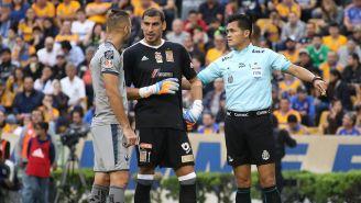 Pérez Durán, Nahuel y Sánchez discuten tras marcar el penalti