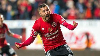 Yasser Corona festeja un gol con Xolos de Tijuana
