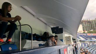 Chaco Giménez observa el juego de su hijo en el Estadio Azul