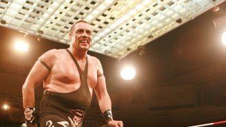 Universo 2000 sonríe en función del CMLL