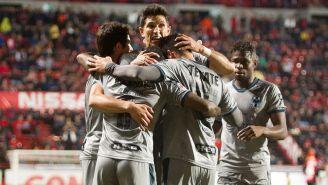 Jugadores de Rayados celebran el gol contra Xolos