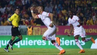 Fernando Uribe festeja gol en el Estadio Morelos