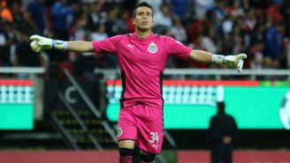 Jiménez festeja un gol de Chivas