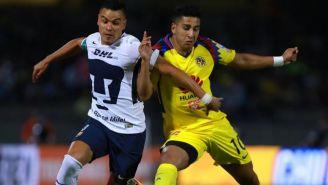 Barrera y Domínguez disputan el balón