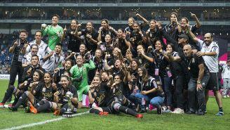 Jugadoras de Tigres celebran con el título del Clausura 2018