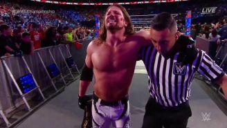 Styles conserva el título de WWE y camina con ayuda del árbitro