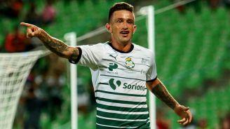 Brian Lozano celebra un gol con Santos