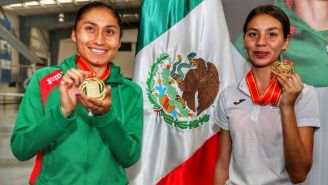 Guadalupe González y Alegna González a su llegada a la CDMX