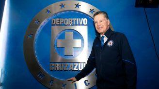 Ricardo Pelaez, durante su presentación oficial con Cruz Azul