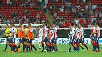 Jugadores de Chivas se lamentan tras el último partido de la temporada