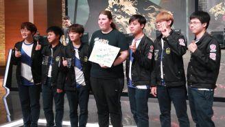 Los jugadores de la escuadra taiwanesa celebran tras el triunfo sobre Gambit Esports