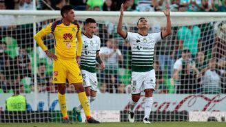 Osvaldo Martínez celebra el primer gol del partido